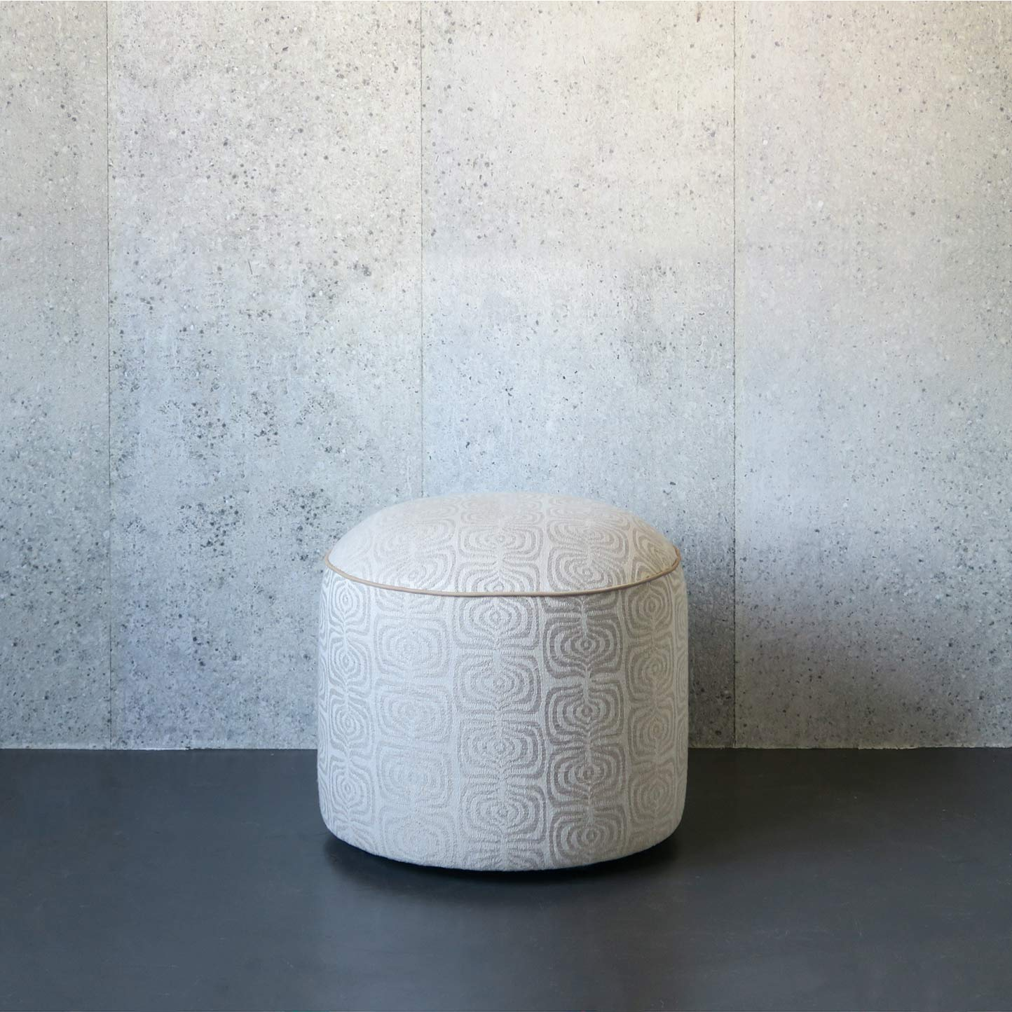 malibu-sand-pouf-scott-leather-finish